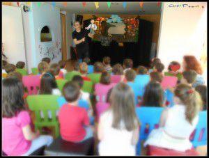 Παρασταση για παιδιά νηπιαγωγείου, στο σχολείο τους από το κουκλοθέατρο  ArtooPaspartoo
